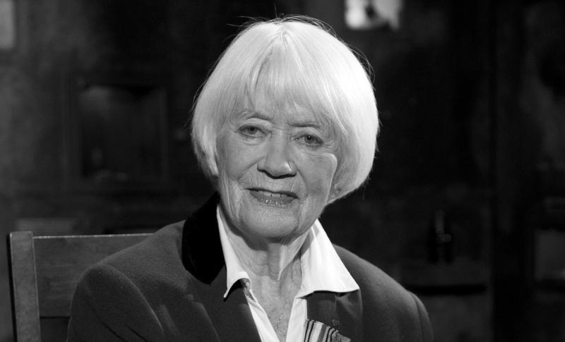 Alina Janowska podczas obchodów 66. rocznicy wybuchu powstania warszawskiego (źródło: wikimedia.org)