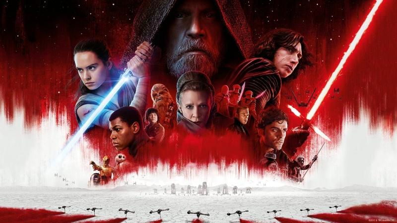 """Poster z filmu """"Gwiezdne wojny: Ostatni Jedi"""" (źródło: materiały prasowe)"""