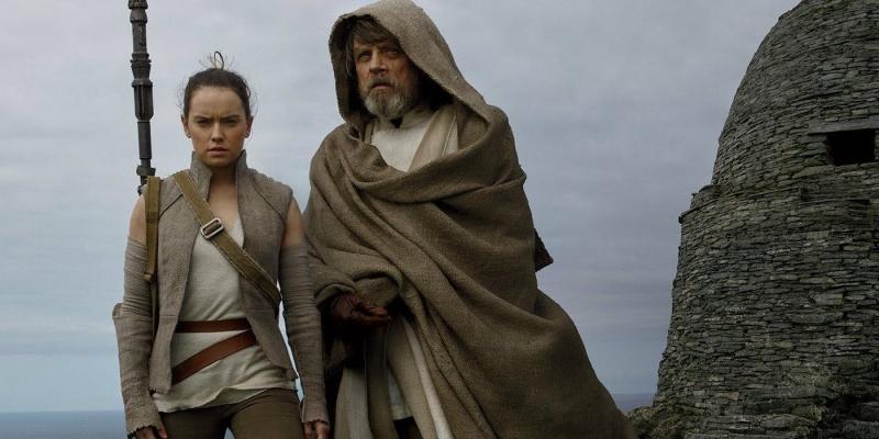 """Kadr z filmu """"Gwiezdne wojny: Ostatni Jedi"""" (źródło: materiały prasowe)"""