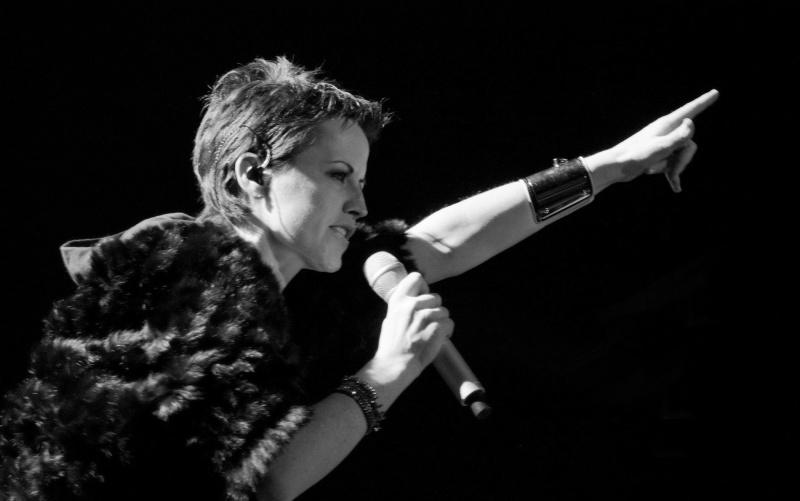 Dolores ORiordan na scenie była w swoim żywiole, czarując tysiące fanów (fot. wikimedia.org/Alterna2)  http://www.alterna2.com