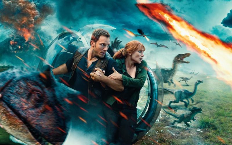 """Poster z filmu """"Jurassic World: Upadłe królestwo"""" (źródło: materiały prasowe)"""