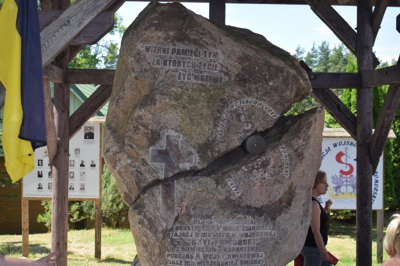 Szymbark - pomnik-serce ku pamięci żołnierzy z TOW Gryf (fot. PJ)