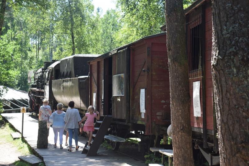 Szymbark - replika pociągu i bydlęcych wagonów (fot. PJ)