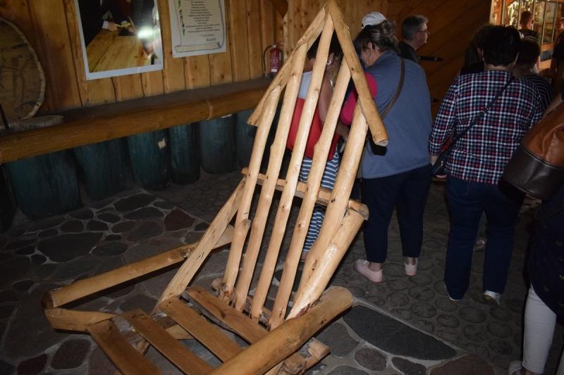 Szymbark - drewniany fotel (fot. PJ)