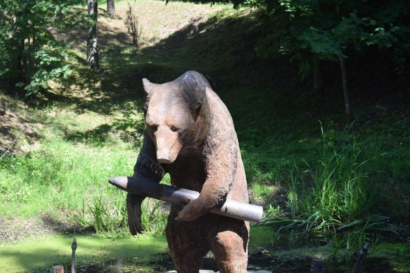 Szymbark - pomnik niedźwiedzia Wojtka (fot. PJ)