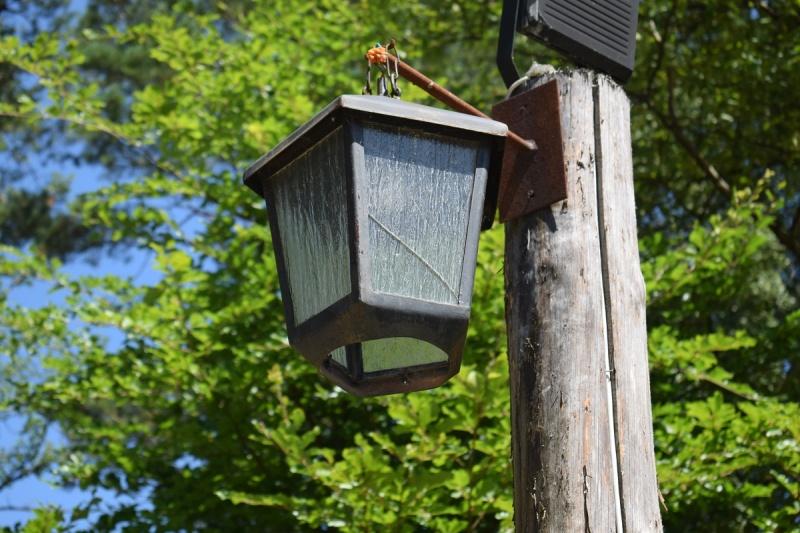 Szymbark - zabytkowa lampa (fot. PJ)