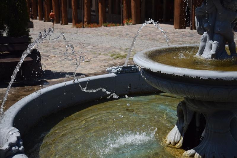 Szymbark - fontanna (fot. PJ)