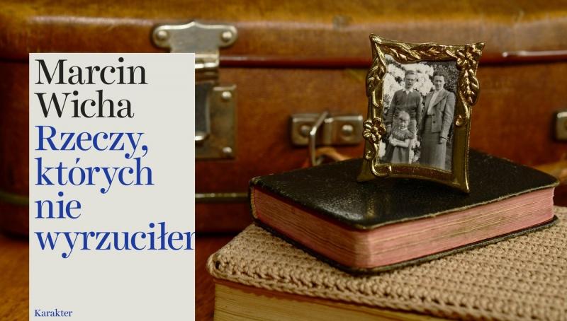 Tło (źródło: pxhere.com/en/photo/654168); Okładka (www.karakter.pl)