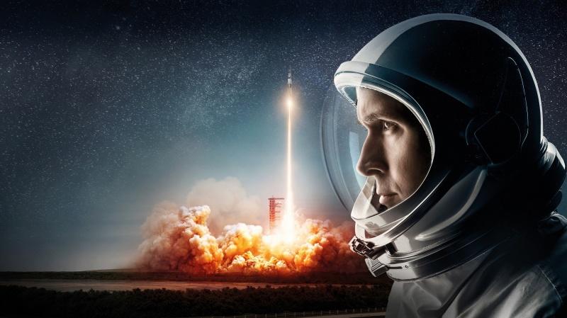 """Poster z filmu """"Pierwszy człowiek"""" (źródło: materiały prasowe)"""