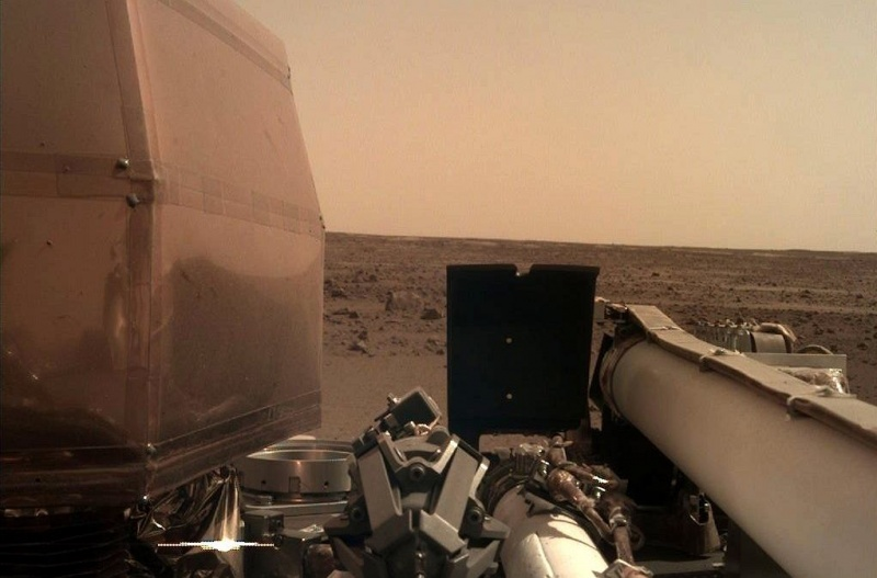 Drugie zdjęcie przesłane na Ziemię (źródło: mars.nasa.gov)