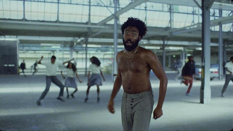 """Childish Gambino w klipie do piosenki """"This is America""""(źródło: youtube.com)"""