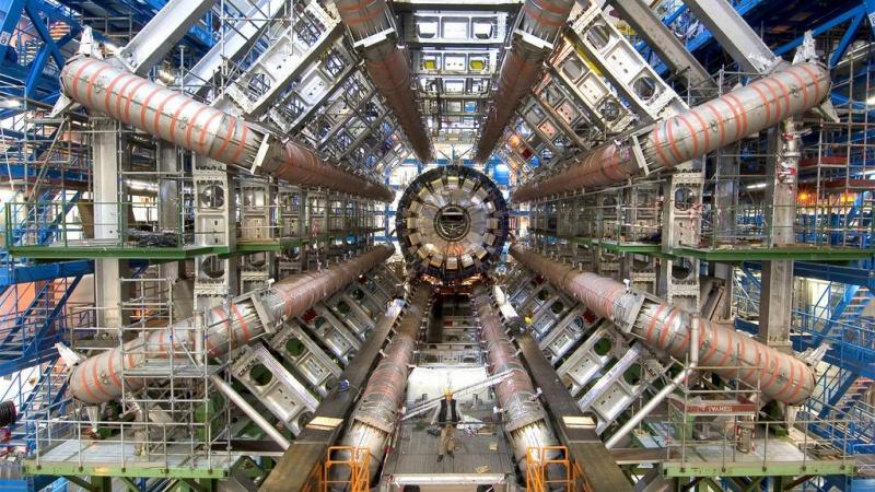 Zderzacz Hadronów (źródło: www.flickr.com/photos/djandywdotcom)