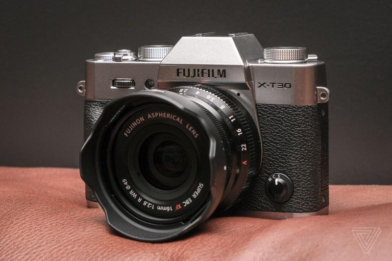 Fujifilm X-T30 (fot. www.theverge.com)