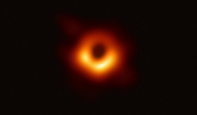 Czarna dziura (fot. Wikimedia.org/Event Horizon Telescope)