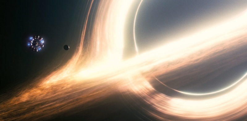 "Czarna dziura z filmu ""Interstellar"" (źródło: youtube.com/screenshot)"
