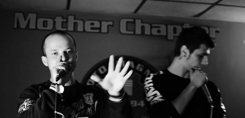 Koncert Rap Scena 2: z lewej GieGieeR, z prawej Konrad Kajet Wędzikowski (źródło: www.facebook.com/GieGieeR)