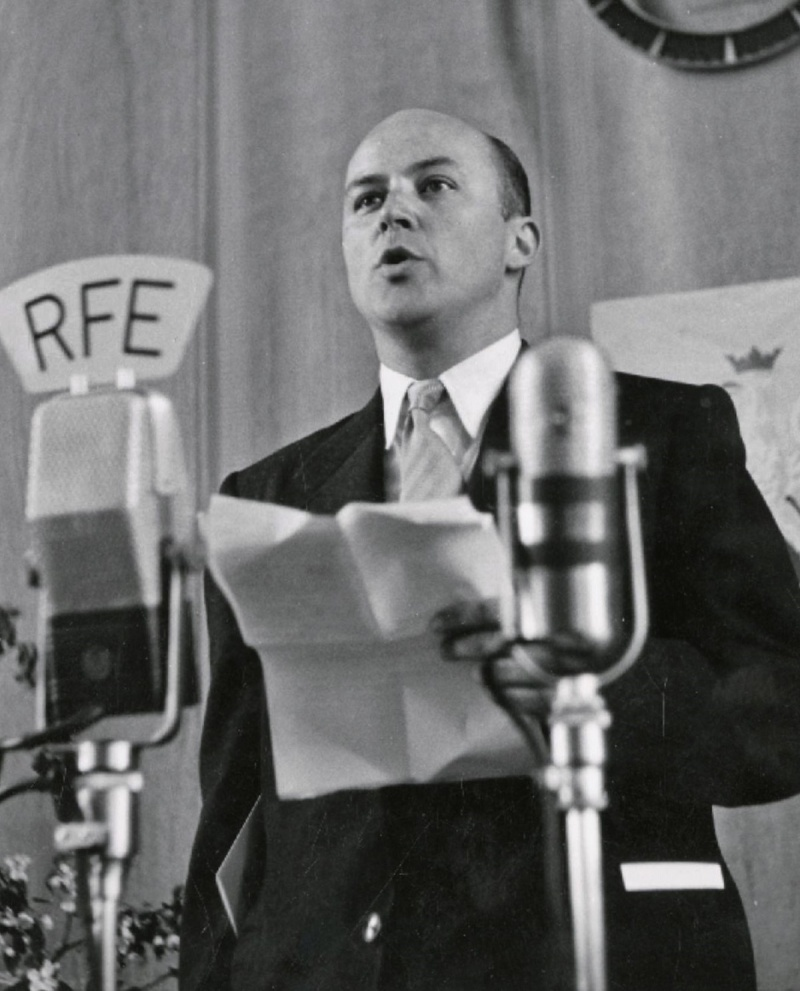 Jan Nowak-Jeziorański w 1952 roku przemawia w Radiu Wolna Europa (źródło: wikimedia.org)