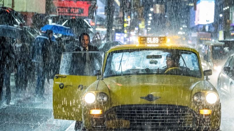 """Kadr z filmu """"John Wick 3"""" (źródło: materiały prasowe)"""
