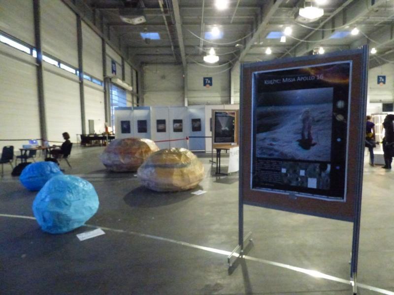 Pyrkon 2019 - Pączkowe planety i informacje o lądowaniu na księżycu (fot. Małgosia Morawska)