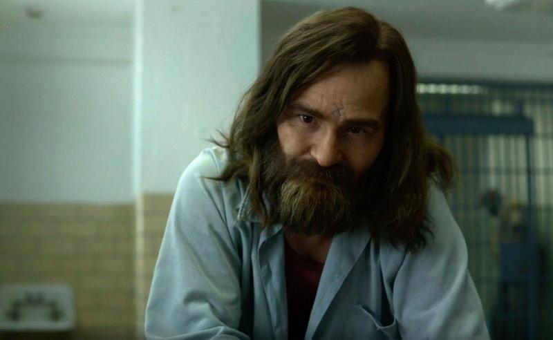 """Kadr z serialu """"Midhunter 2"""" - znakomity Damon Herriman znów jako Charles Manson (źródło: materiały prasowe)"""