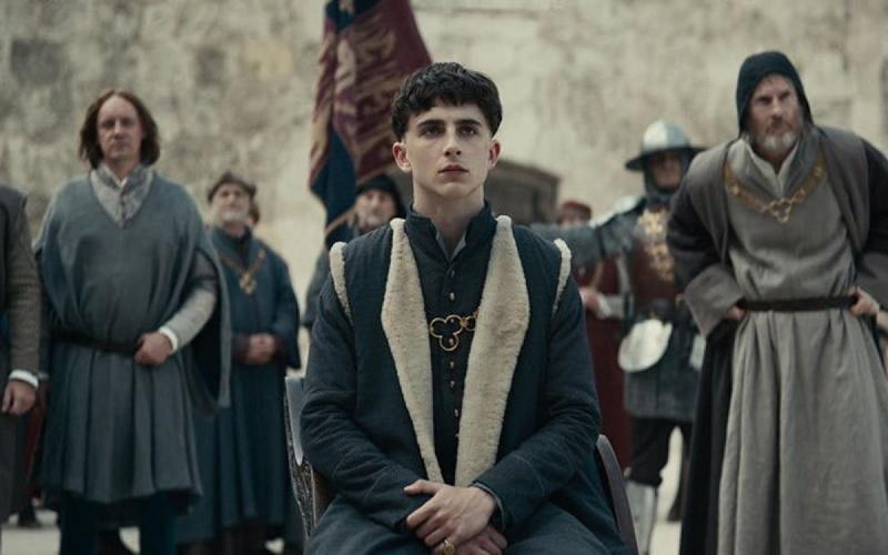 """Kadr z filmu """"Król"""" (źródło: materiały prasowe/Netflix)"""