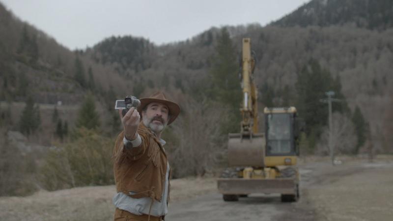"""Kadr z filmu """"Deerskin"""" (źródło: materiały organizatora Splat!FilmFest)"""