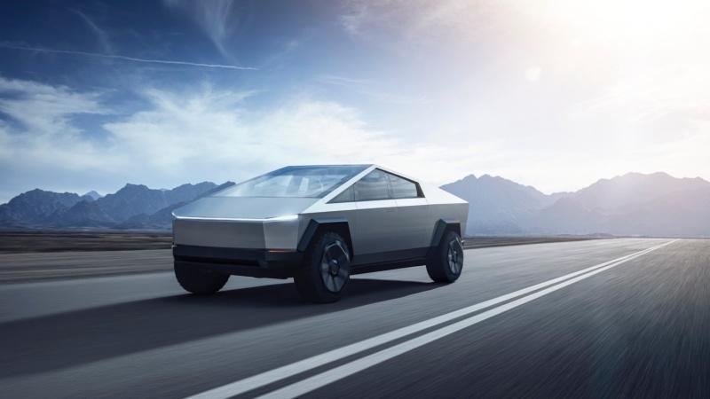"""Cybertruck Elona Muska - auto z podobno """"nietłukącymi"""" się szybami (źródło: youtube/screenshot)"""