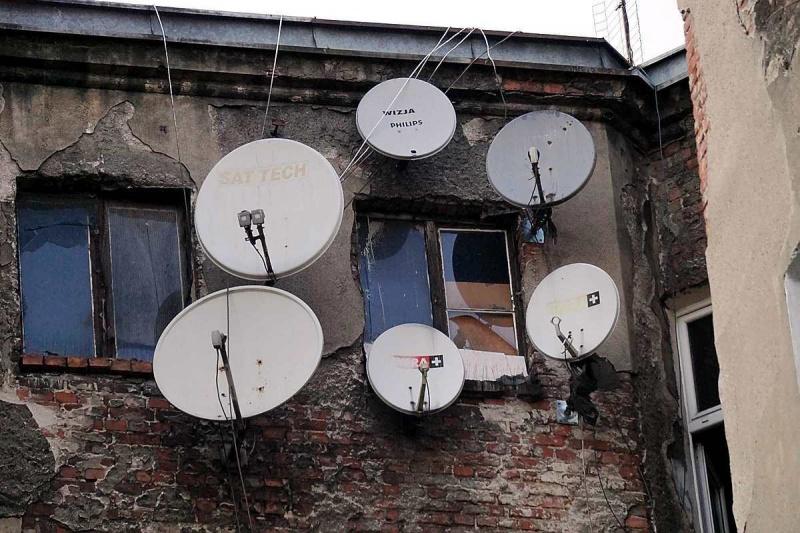 Wrocław - stara kamienica i talerze telewizji satelitarnej (fot. Grafy w podróży)