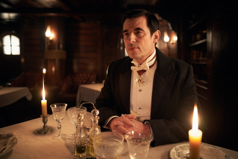 """Kadr z serialu """"Dracula"""" (źródło: materiały prasowe)"""