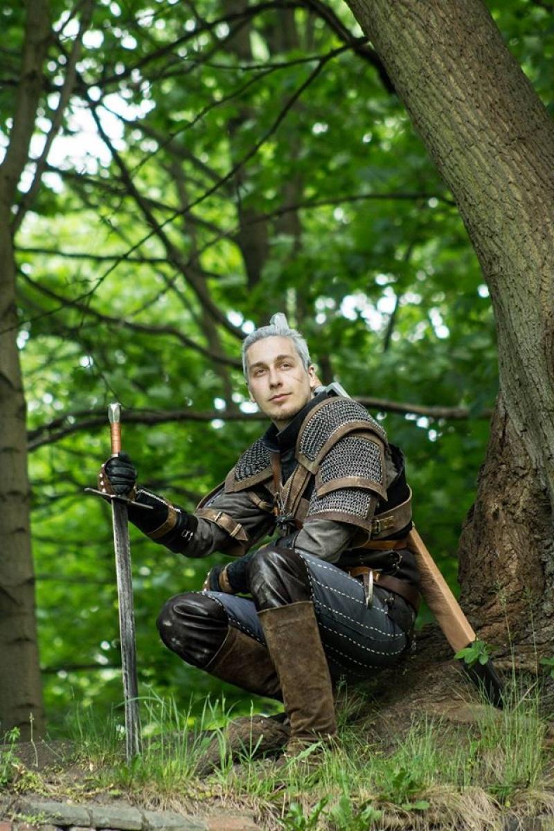 Marcin Skalski jako Geralt (fot. Konrad Kuczyński)
