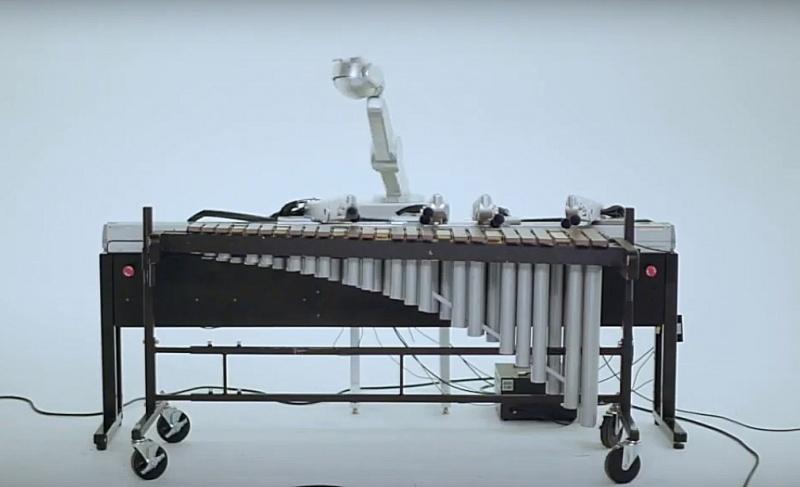 Shimon w swoim muzycznym żywiole (źródło: youtube.com/screenshot)