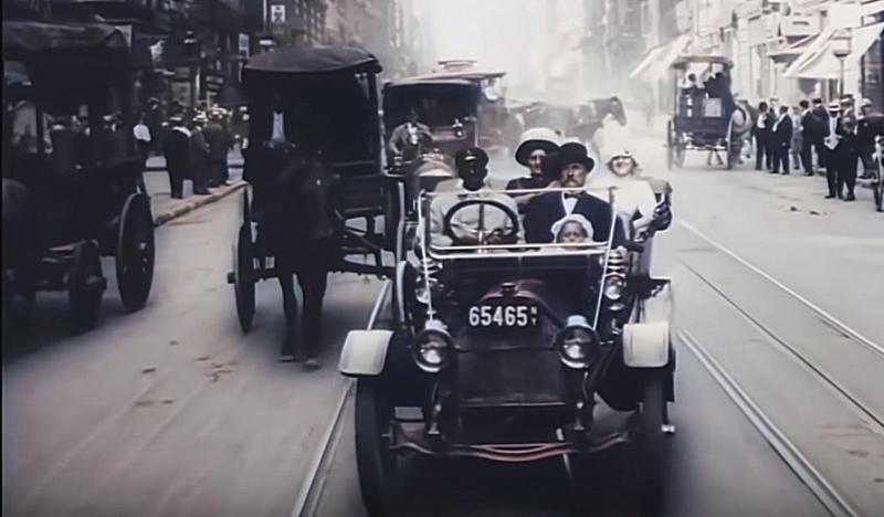Bogata rodzina na wycieczce przez centrum Nowego Jorku roku 1911! (źródło: youtube.com/screenshot)