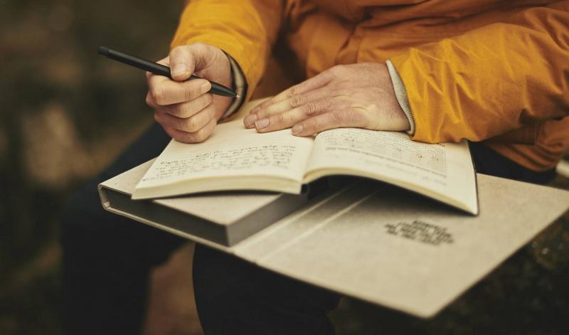 Pisarz w akcji (źródło: pxhere.com)