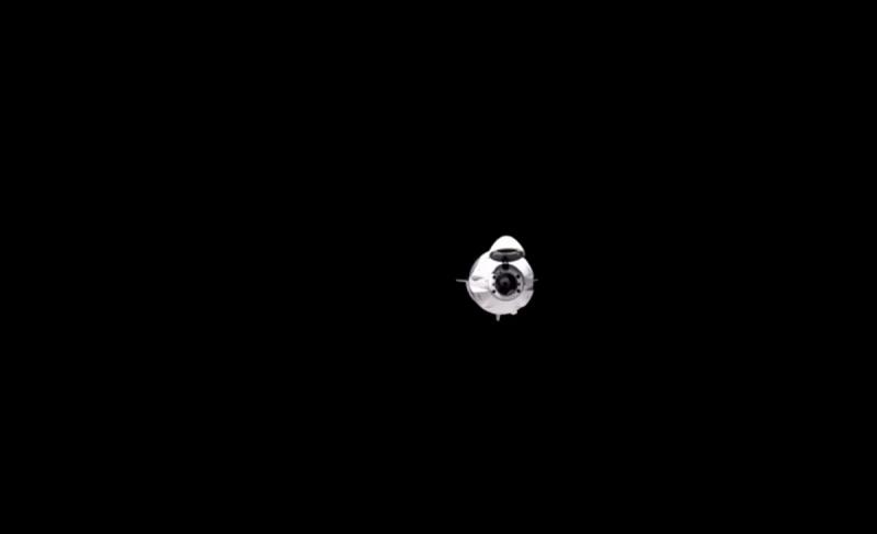Kapsuła Dragon za chwilę zadokuje (źródło: NASA.gov)