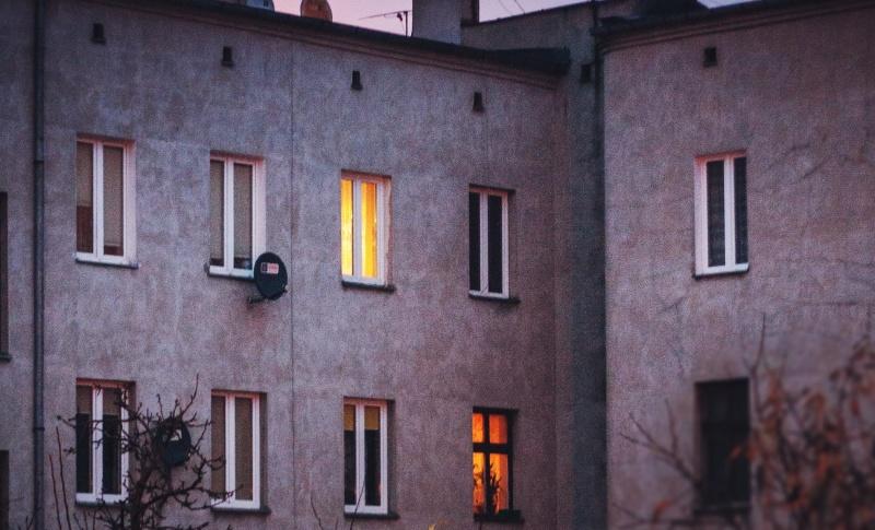 Kamienica (źródło: www.pxfuel.com)