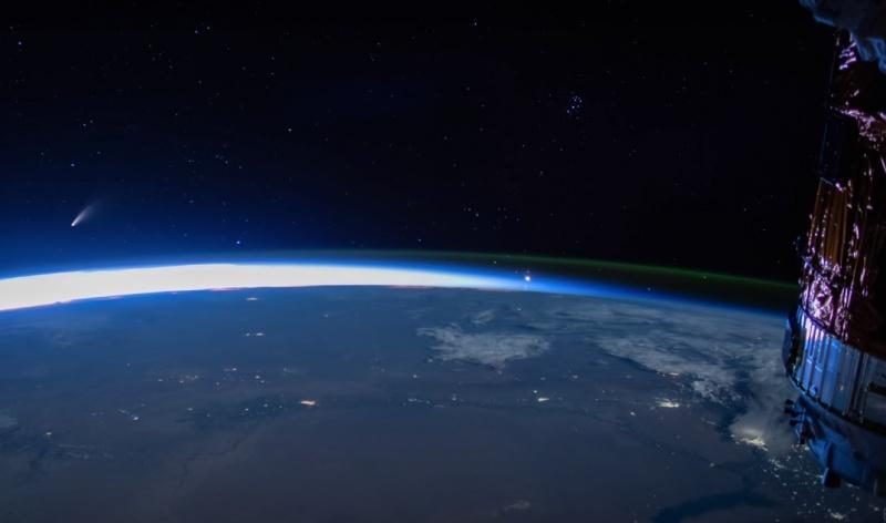 Kometa Neowise widoczna z pokładu ISS (źródło: (źródło: YouTube/Seán Doran/screenshot)