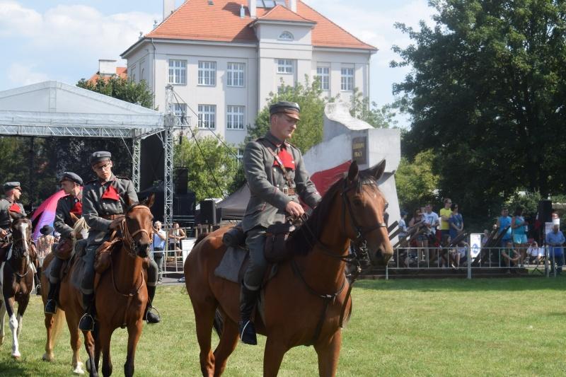 """100. rocznica """"Cudu nad Wisłą"""" we Włocławku - ułani (fot. PJ)"""