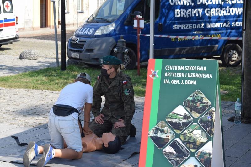 """100. rocznica """"Cudu nad Wisłą"""" we Włocławku - nauka pierwszej pomocy (fot. PJ)"""