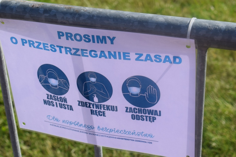 """100. rocznica """"Cudu nad Wisłą"""" we Włocławku - na terenie miasteczka obowiązywały zasady związane z pandemią (fot. PJ)"""