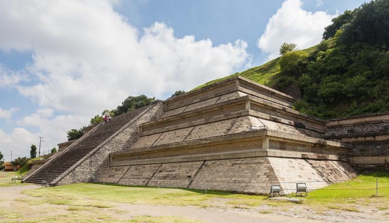 Największa piramida na świecie w Cholula (źródło: wikimedia.org)
