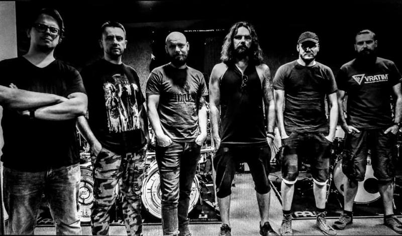 Zespół Faust w pełnym składzie (Grzesiek czwarty od lewej/ źródło: facebook)