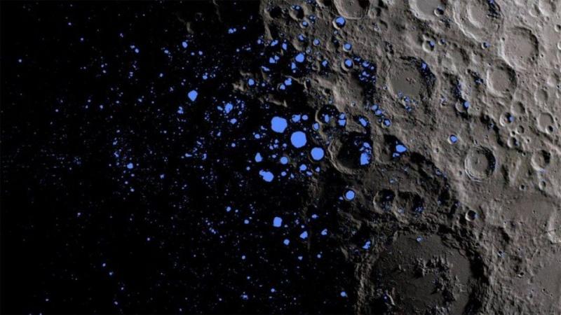 Cząsteczki wody na Księżycu (źródło: youtube.com/screenshot)