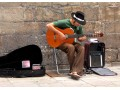 Pieniądze leżą na ulicy – artyści uliczni - pieniądze;artyści;sztuka;zabawa;talent;praca