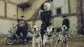 """""""Cruella"""" – Aby być niezastąpionym, zawsze trzeba być odmiennym - recenzja;Cruella;czarny humor;komedia kryminalna;komiczna atmosfera;film aktorski;Disney;Craig Gillespie;Emma Stone;Emma Thompson;Baronowa;Cruella de Vil;Estella;magnetyzująca;kusząca;wyzwolona;przemiana;ikona mody;dwa oblicza;cud dziewczyna;czarny humor;101 dalmatyńczyków"""