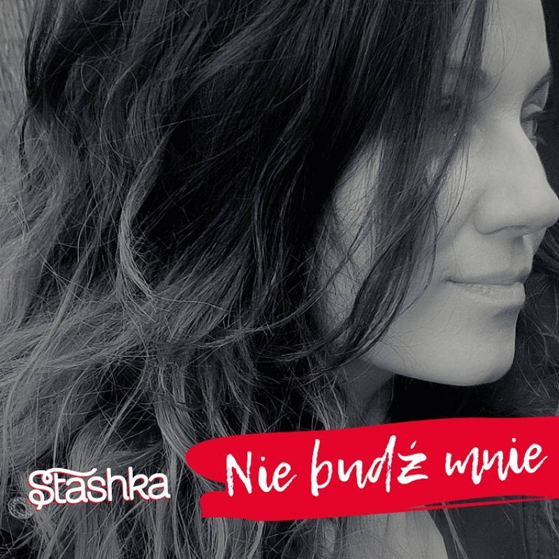 """Singiel Stashki pt. """"Nie budź mnie"""" (źródło: materiały prasowe)"""