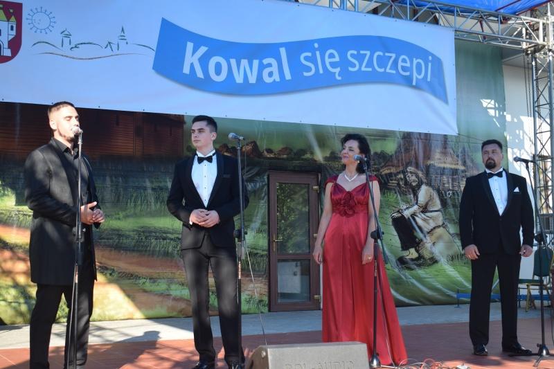 """Rodzina Kaczmarków - Koncert """"Kowal się szczepi"""" (fot. PJ)"""