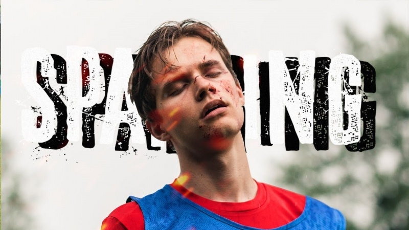 """Artur Wiśniewski, czyli chłopak, który gra główną rolę w filmie """"Sparring"""" (fot. YouTube.com/screenshot)"""
