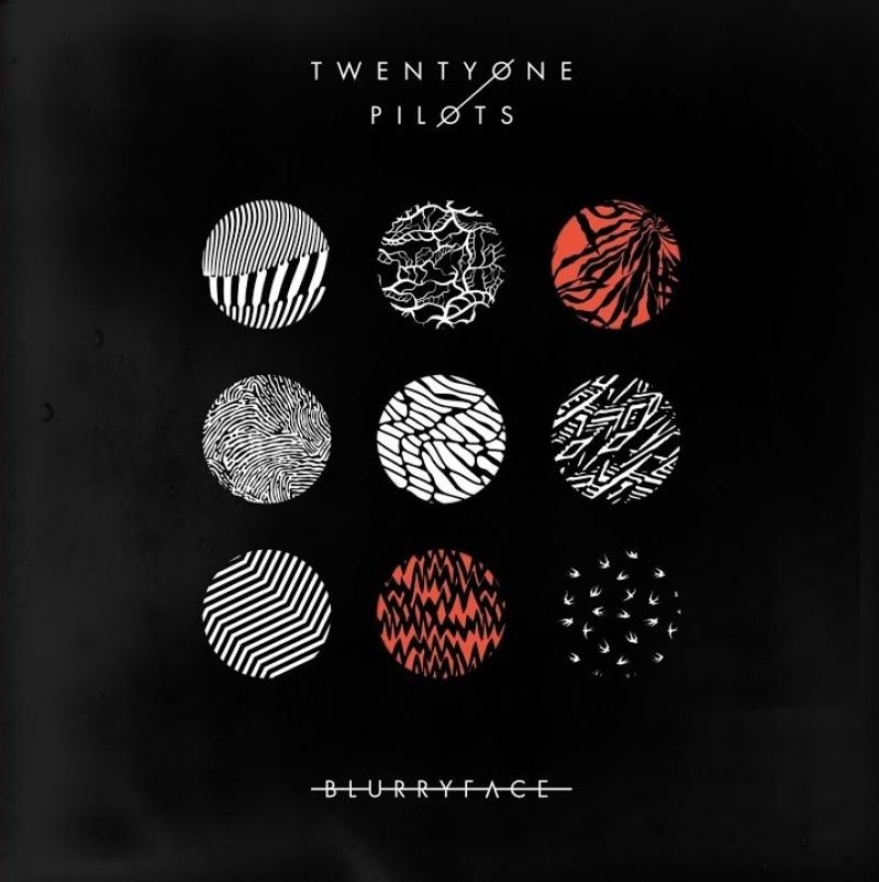 """Okładka albumu """"Blurryface"""" (źródło: materiały prasowe)"""