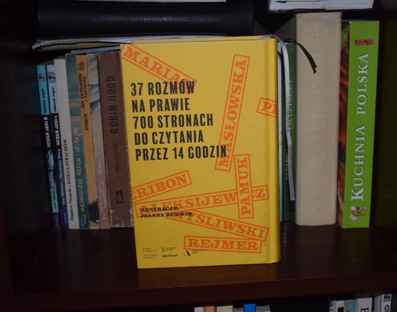 """Książka """"Z niejednej półki. Wywiady"""" (źródło: zdjęcie autorskie)"""