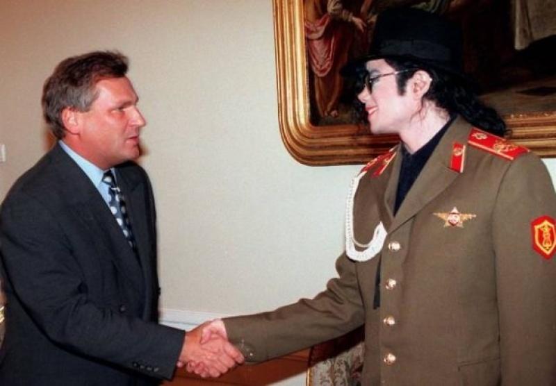 Aleksander Kwaśniewski i Michael Jackson (źródło: michaelandwe.blogspot.com)